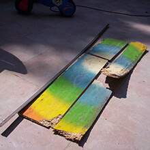 Remains of multicolored box - Photo: Alejandro Arroyo